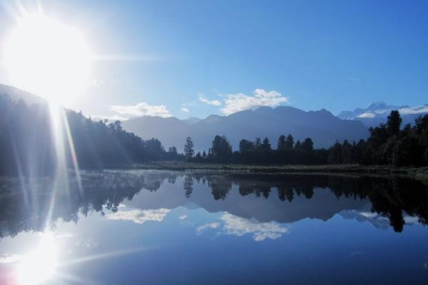 ニュージーランド政府公認メーカー100% Pure New Zealand Honey社が製造